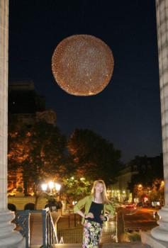 1 de 3 Sphères suspendues, façade la Madeleine, Paris sur le site d'ARTactif
