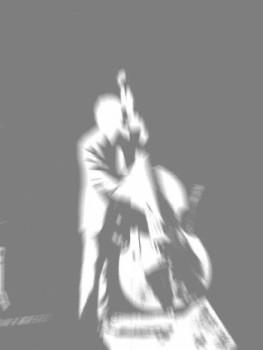 Contrebassiste (Groupe Les doigts de l'homme sur le site d'ARTactif