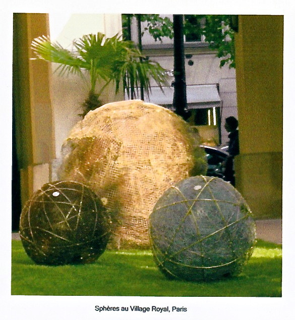 Sphères au Village Royal sur le site d'ARTactif