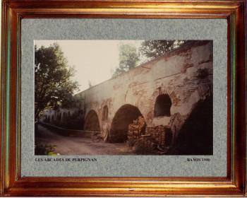 Catalogne nord, aqueduc à Perpignan 1980 sur le site d'ARTactif