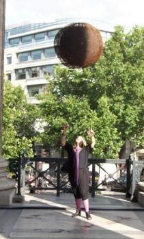 Les sphères d'Adrienne Jalbert sur le site d'ARTactif